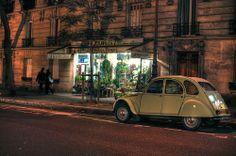 Citroën 2CV (rue Caulaincourt, Paris, 2009) [photo Philip Menke]