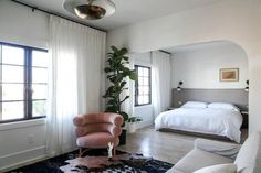 Hey LA are you dreaming of a staycation? We recommend a five room boutique property oozing charm (and outfitted with our Sheet Sets). by parachutehome Home Goods Decor, Hotels Design, Hotel Interiors, Los Angeles Interior Design, Bedroom Interior, Fashion Room, Bedroom Inspirations, Home Bedroom, Home Decor