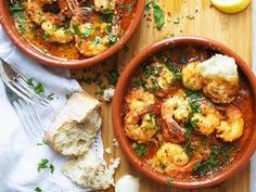 Spanish Garlic Prawns Positively loaded with garlic and spices - please don't forget the fresh, un-buttered bread, you will definitely need it! Normally served as an entree, this recipe makes enough for two main meal servings. Entree Recipes, Shrimp Recipes, Fish Recipes, Cooking Recipes, Healthy Recipes, Tapas Recipes, Recipes With Prawns, Main Meal Recipes, King Prawn Recipes