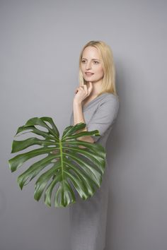 DRESS CODE TROPICAL WOOL #grey #dress #dresscode #tropicalwool #natural #wool #summerdress #elagant #inspiration #monstera #leaf