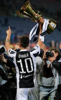 Soccer Post, Soccer Guys, Soccer Memes, Football Soccer, Football Players, Messi Soccer, Juventus Fc, Juventus Italia, Juventus Players