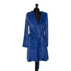 Farbenfreundes hooded, womens bathrobes in Ocean Blue make for an excellent addition to the home ot help add a touch of style and luxury to your day to day relaxation. These robes are machine washable at 30°C and also tumble dryer safe on a low heat. Available in other colours too. Dryer, Dressing, Bright Colours, Gowns, Unisex, Washing Machine, Cushions, Blue, Stuff To Buy