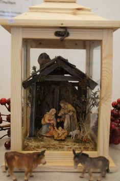 Klicken zum Schliessen Christmas Lanterns, Christmas Nativity, Christmas Decorations, World Best Honey, Jesus Painting, Jesus On The Cross, Decorating Coffee Tables, Small Boxes, Wood Design