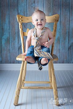 One year old in daddy's tie. This would be cute to do every year and watch him grow into it One Year Birthday, 1st Birthday Photos, Twin Birthday, Birthday Ideas, 6 Month Photography, Toddler Photography, One Year Old, 1 Year, Picture Ideas