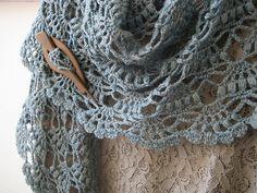Ravelry: Galería de Proyectos Para El patrón del mantón elegante porción Lion Brand Yarn
