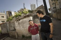 Orlando Bloom makes friends with Esmaeil, 12, in the northern city of Irbid. Esmaeil and his family are refugees from Aleppo.