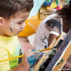 A #DelíciasMaciel acredita no poder da brincadeira educativa e que estimula o desenvolvimento infantil! Nossa ilha de pintura traduz exatamente esse valor <3 E, como sempre nos preocupamos com saúde, bem-estar e meio ambiente, nós quem produzimos tudo! As massinhas e as tintas são caseiras e saem facilmente com água.