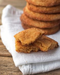 These simple brown sugar cookies are crunchy on the outside and chewy on the inside. A favorite recipe from a family friend who is a caterer! Brown Sugar Cookies, Chocolate Chip Cookies, Chocolate Chips, Cookie Recipes, Dessert Recipes, Delicious Desserts, Yummy Food, Biscuits, Yummy Cookies