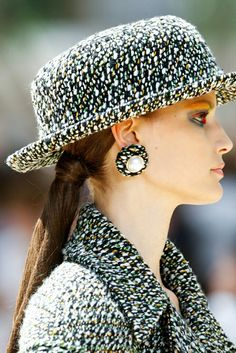 We are here to consider hairstyles trends 2018 inspired by the Haute Couture Fashion Week taking place right now in the center of alta moda - Paris. Fashion Week 2018, New Fashion, Fashion Show, High Fashion, Fashion Weeks, Christian Dior, Armani Prive, Couture Week, Haute Couture Fashion