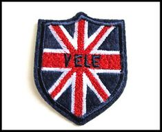 Patch blason drapeau - UNE HISTOIRE DE MODE Pot Holders, Creations, Diy, Coat Of Arms, Flag, Felting, Embroidery, Do It Yourself, Hot Pads