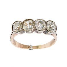 RING  Gull og sølv. 14 K. Fattet med fire old-cut brillianter 1,65 ct. Totalvekt: 2,5 g. Tidlig 1900-tallet. Antatt kvalitet: Top Crystal VS1, VS2, SI 1, SI 2 STØRRELSE 52,5 Antique Jewelry, Wedding Rings, Engagement Rings, Antiques, Old Jewelry, Ancient Jewelry, Antiquities, Wedding Ring, Enagement Rings