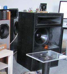 Lautsprecher mit 40cm Bass, Mitteltonhorn und Hochtonschlitzstrahler