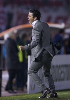 Gritalo Muñe! #Gallardo #River #DT #Libertadores Soccer Players, Messi, Roman, Football, My Love, Wallpaper, Mariana, Amor, Frases