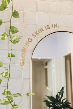 Spa Room Decor, Beauty Room Decor, Clinic Interior Design, Clinic Design, Aesthetic Clinic, Aesthetic Stores, Esthetics Room, Cosmetic Clinic, Spa Rooms
