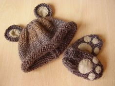 Lucky Ladybird Craft: Easy baby bear hat and mittens set. Free knitting pattern, perfect for new knitters.