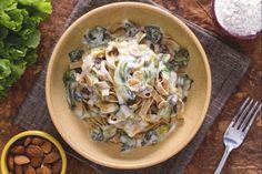 Le tagliatelle integrali con scarola e fonduta di taleggio sono un primo piatto cremoso dal gusto unico.