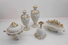 Le nostre creazioni in Porcellana sono interamente realizzate e dipinte a mano e personalizzabili su richiesta, rendendole in questo modo pezzi unici. Candle Holders, Vase, Candles, Home Decor, Decoration Home, Room Decor, Porta Velas, Candy, Vases