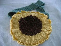 Ravelry: Sunflower Tote pattern by Donna Collinsworth.. Free pattern!