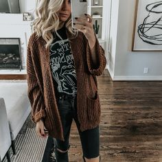 Graphic Tee Roundup Source by jmhardey tees outfit Fall Winter Outfits, Autumn Winter Fashion, Casual Winter, Country Winter Outfits, Summer Outfits, Graphic Tee Outfits, Graphic Tees, Mein Style, Cardigan Outfits