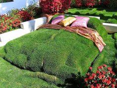 25 Amusing Green Design Ideas Bringing Growing Grass and Moss into Modern Eco Homes - Hof Dream Garden, Home And Garden, Outdoor Bedroom, Outdoor Beds, Growing Grass, Topiary Garden, Topiaries, Green Bedding, Green Art