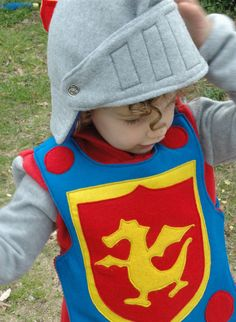 Fleece Knight Helmet with Movable Face Guard - Halloween Costume - Halloween Costume - Kid Costume via Etsy Dress Up Outfits, Dress Up Costumes, Kid Costumes, Costume Ideas, Costume Halloween, Halloween Ideas, Sewing For Kids, Diy For Kids, Costume Chevalier