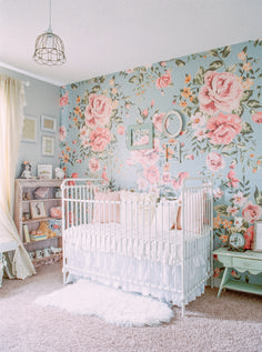 Love this bold shabby chic floral nursery wallpaper. Perfect fo a girl nursery decor! Chic Nursery, Floral Nursery, Nursery Room, Vintage Nursery Girl, Blue Nursery Girl, Luxury Nursery, Pastel Nursery, Babies Nursery, Baby Girl Nurseries