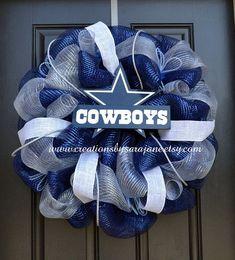 Dallas Cowboys Mesh Wreath - Cowboys Wreath (but would be hawks) Dallas Cowboys Crafts, Dallas Cowboys Wreath, Football Wreath, Dallas Cowboys Football, Football Team, Cowboy Crafts, Cowboy Christmas, Christmas Bows, Sports Wreaths