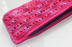 Etui haken in driehoek steek | draadenpapier | Gratis steek van NewStitchaDay #haken #driehoeksteek #crochet #trianglestitch