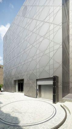 La increíble geometría se une a la majestuosidad del diseño y el material.