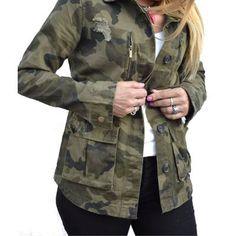 Campera De Gabardina Camuflada Militar Mujer - $ 890,00 en Mercado Libre