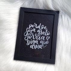 Perdoe Seja grato Sorria Diga que ama São coisas que devemos sempre lembrar!  Quadrinho DISPONÍVEL! Tamanho 18x24cm _ #perdoe #sejagrato #sorria #digaqueama #amorderabisco #quadrinho #decor #art #caligrafia #lettering #handmade #handlettering #compredequemfaz #decoracao #nankin #pretoebranco #blackandwhite