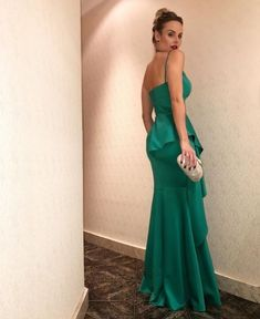 Spaghetti Straps Prom Dress with Asymmetric Skirt Straps Prom Dresses, Mermaid Prom Dresses, Ball Dresses, Evening Dresses, Formal Dresses, Classy Work Outfits, Love Clothing, Green Fashion, Green Dress