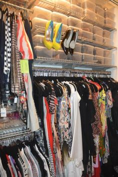how to organize your closet  http://electricblogarella.com/time-to-clean-out-the-closet/
