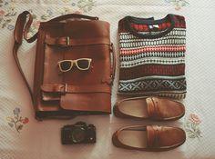 Dem sunglasses on the bag, haha, xD. ;) x