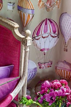 The Visual Vamp: Photo Mural Painting, Cool Paintings, Air Balloon, Balloons, Beautiful Interior Design, Little Girl Rooms, Balloon Decorations, Designer Wallpaper, Girls Bedroom