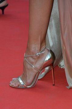 Izabel Goulart's Feet << wikiFeet