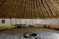 Iron-age round house based on excavation at Puddlehill, Dunstable - Chiltern Open Air Museum Roman Britain, Round House, Iron Age, British Isles, Roman Empire, Old Things, Museum, Patio, History