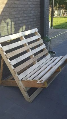 Pallet Ideas : Want to improve your house with wooden pallet furnishing? We are ... - Modern Design Palette Garden Furniture, Pallet Patio Furniture, Pallet Chair, Diy Furniture, Furniture Design, Pallet Lounge, Pallet Benches, Wooden Pallet Projects, Wooden Pallets