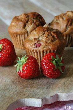 Plantaardigheidjes: Rabarber aardbeien muffins - vegan