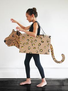 CARDBOARD AMUR LEOPARD COSTUME by La maison de Loulou Today we are celebrating HALLOWEEN and trust me, it is an event no one in my family wants to miss! Best part are the costumes, and Trick or Treats! Every year we are getting creative, and our 2018 … Cardboard Costume, Cardboard Crafts, Cardboard Animals, Yarn Crafts, Diy Crafts, Panthera Pardus Orientalis, Diy Costumes, Halloween Costumes, Vampire Costumes
