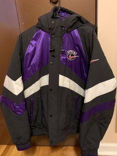 Nike Jacket, Rain Jacket, Stylish Hoodies, Nike Windbreaker, Dope Art, Nike Outfits, Vintage Jacket, Sweatshirts, Clothing