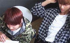 """#wattpad #fan-fiction ー; 【Ʀuδε】 Taehyung ist unhöflich. Aber was lässt ihn in Jungkooks Augen so erscheinen? Ist es seine unwiderstehliche Art? Seine gesplitterte Persönlichkeit? Oder etwa doch sein Charm, womit er alles & jeden herumkriegt? """"Wolltest du mir nicht einen Kaffee bringen?"""" - """"Sei doch froh, dass ich dir..."""