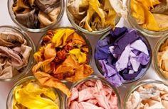 Il fut un temps, avant l'apparition des colorants industriels ou de synthèse, ou les seuls colorants disponibles étaient naturels, d'origine animale, minérale ou végétale. Aujourd'hui encore, on peut utiliser les feuilles, les racines ou les écorces de certaines plantes tinctoriales pour f…                                                                                                                                                                                 Plus