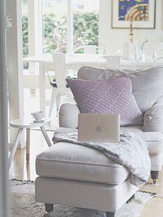 #livingroom #vardagsrum #macbookgold #macbook #dirtylinen