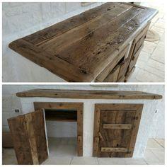 Realizzazione piano e sportelli con legno recuperato da antiche porte
