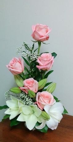 Roses so beautiful Tropical Flower Arrangements, Modern Floral Arrangements, Creative Flower Arrangements, Flower Arrangement Designs, Funeral Flower Arrangements, Rose Arrangements, Beautiful Flower Arrangements, Deco Floral, Arte Floral