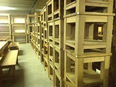 De Grootste en de Goedkoopste in Teakmeubelen Bookcase, Divider, Shelves, Wood, Furniture, Home Decor, Shelving, Decoration Home, Woodwind Instrument