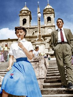 """Audrey Hepburn and Gregory Peck in """"Roman Holiday"""" eating ice cream on the Spanish Steps in Rome. -Watch Free Latest Movies Online on Audrey Hepburn Outfit, Audrey Hepburn Mode, Audrey Hepburn Roman Holiday, Audrey Hepburn Fashion, Sabrina Audrey Hepburn, Audrey Hepburn Photos, Gregory Peck, Vintage Outfits, Vintage Fashion"""