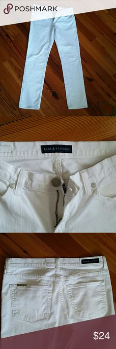 "Rock & Republic Women's White Jeans These are a must have in every woman's closet. ..white jeans! You can never have too many pairs of white jeans! The inseam measures 31"" in length. They are in excellent condition and very cute when worn with the bottoms cuffed up and sandals. I listed as straight leg, but they are actually in between a skinny fit and straight leg. They have very simple back pockets with a small silver ""Rock & Republic"" emblem on the left, back pocket. Rock & Republic Jeans…"