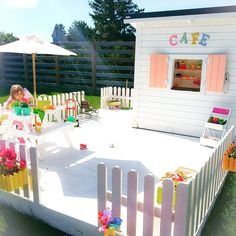 What's up with the weather these days? One minute it's like summer, warm and sunny - the other rainy and cold. Impossible to dress the little people properly  #tbt #ebbascafe #cubby #lekstuga #legehus #barnrum #kidsroom